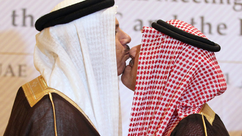gty saudia arabia kiss nt 111101 wblog Today in Pictures: Nov. 1, 2011