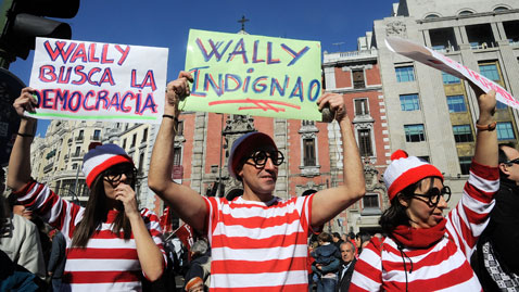 gty spain protests nt 120220 wblog Today in Pictures: Carnival, London Fashion Week and Spanish Protests