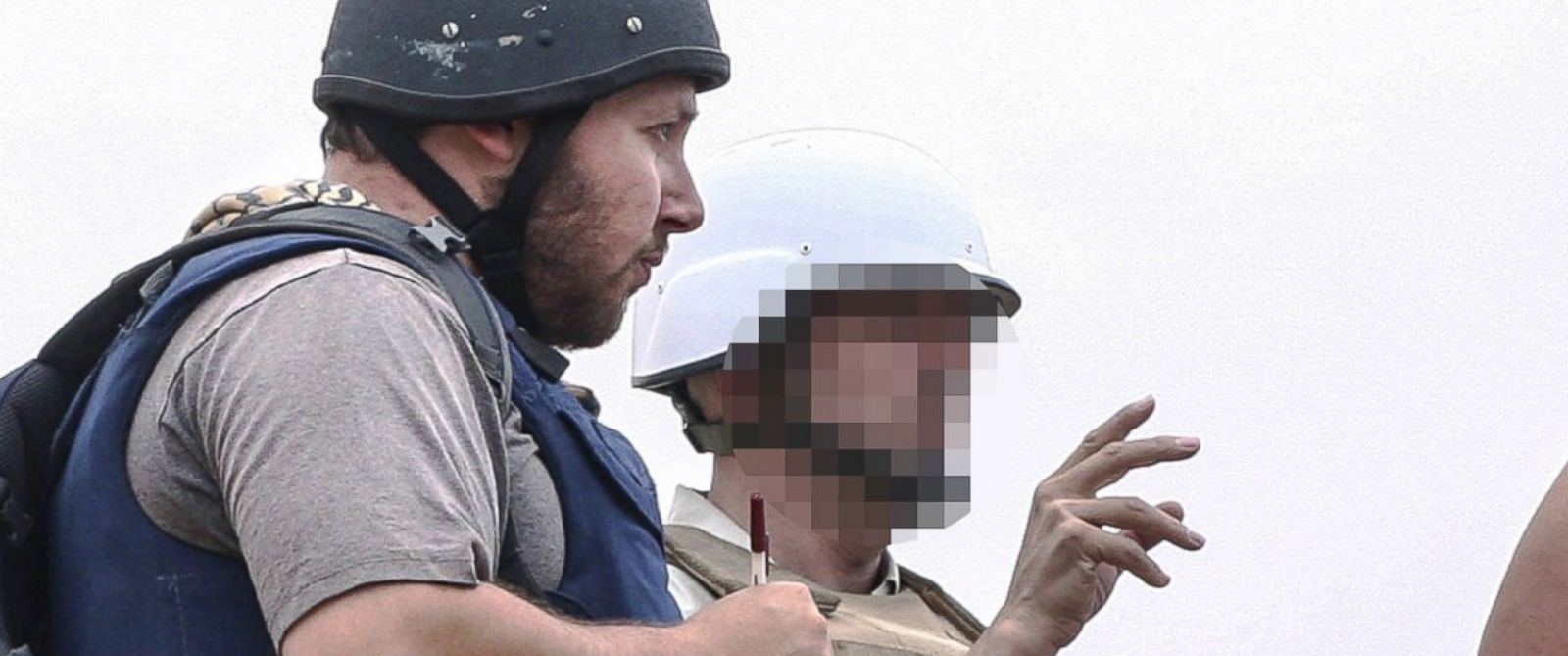PHOTO: In this handout image made available by the photographer Etienne de Malglaive, American journalist Steven Sotloff (center with black helmet) talks to Libyan rebels on the Al Dafniya front line, June 2, 2011 in Misrata, Libya.
