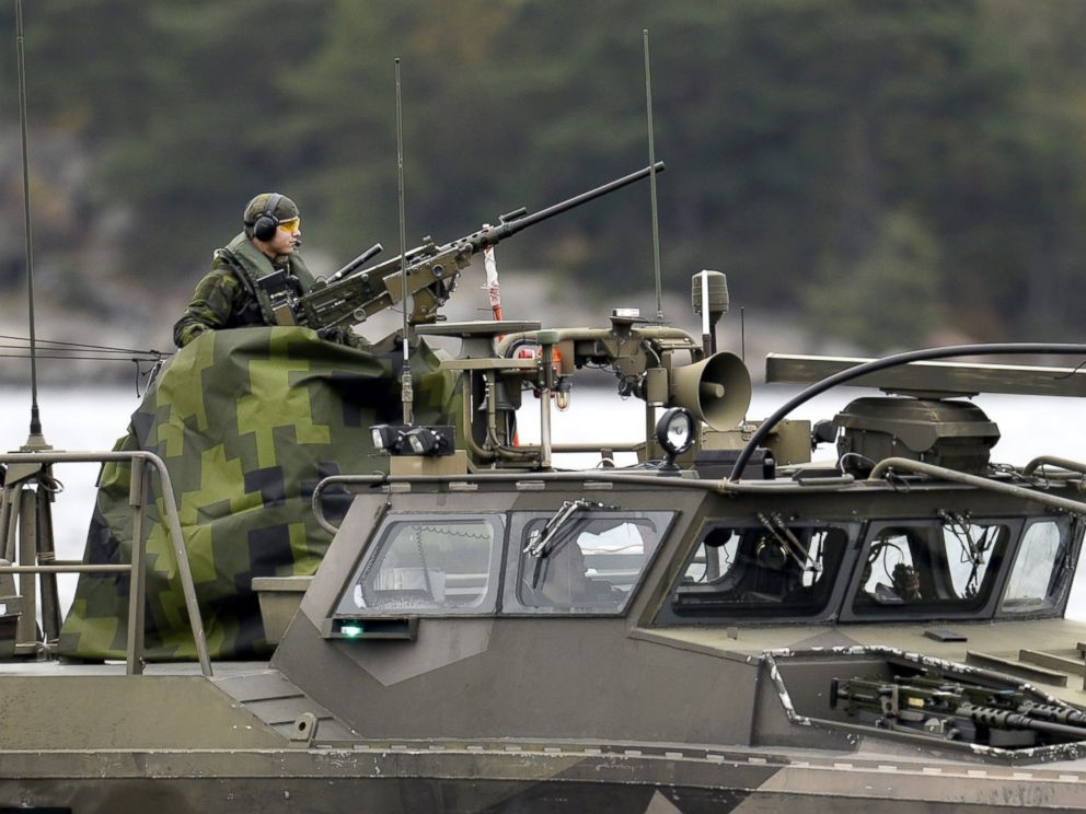 PHOTO: A Swedish Navy fast-attack craft patrols in the the Stockholm Archipelago, Sweden, on October 18 2014.