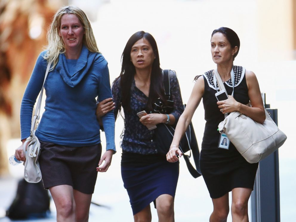 PHOTO: Girls rush through Philip Street past armed police at a cafe on Dec. 15, 2014 in Sydney, Australia.