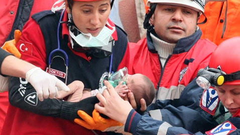 gty turkey earthquake baby thg 111208 wblog Mother Natures Destruction   Disasters of 2011.