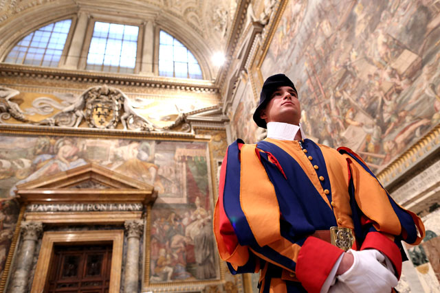 gty vatican city painting guard thg 130226 wblog From Vatican City to Castel Gandolfo, The Popes Digs
