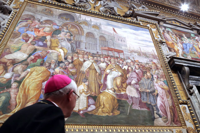 gty vatican city painting wall thg 130226 wblog From Vatican City to Castel Gandolfo, The Popes Digs