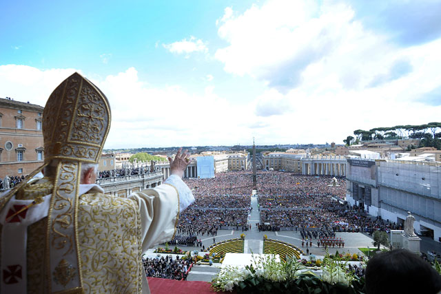 gty vatican city pope hat wave thg 130226 wblog From Vatican City to Castel Gandolfo, The Popes Digs