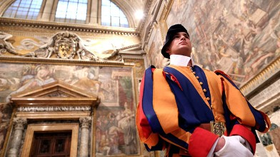 PHOTO: A Swiss guard stands at the Thrones Hall during the courtesy visits to the new appointed cardinals at the Apostolic Palace, Nov. 24, 2012 in Vatican City, Vatican.