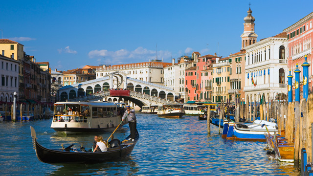 PHOTO: The Grand Canal with the Rialto Bridge in the background, Venice, Italy.
