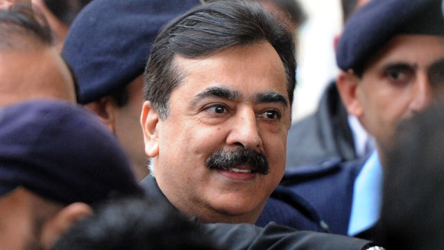 PHOTO: Pakistani Prime Minister Yousuf Raza Gilani arrives at the Supreme Court in Islamabad in this Feb. 13, 2012 file photo.