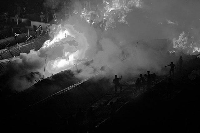 ht abir bangladesh garment traps smoke thg 130501 wblog The Deadly Cost of Cheap Clothing: Dangers in Bangladesh