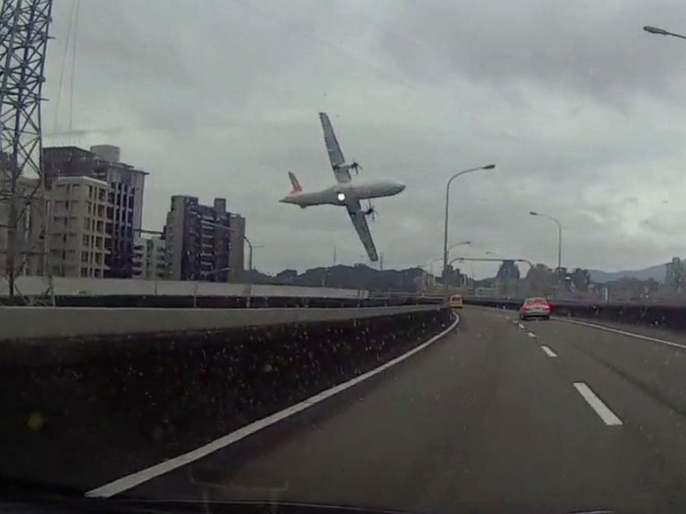 PHOTO: Dashcam footage shows a TransAsia Airways plane moments before it crashed in Taipei, Taiwan, Feb. 4, 2015.