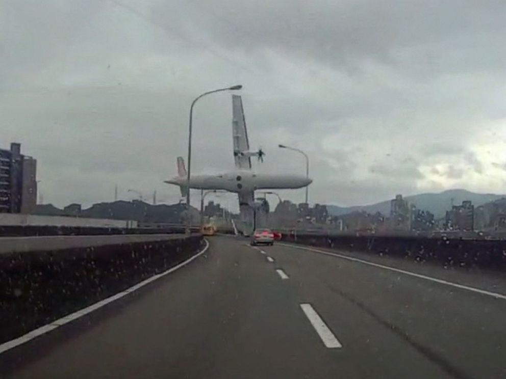 PHOTO: A TransAsia Airways plane could be seen veering sharply, with the wing striking a vehicle and highway barrier on the planes descent, Feb. 4, 2015.