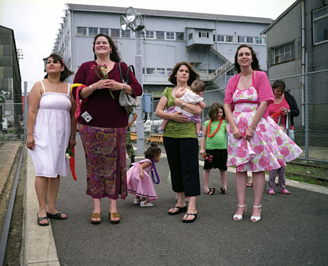 ht women pier side sasebo navy base japan 2009 ABA402 ll 120125 wblog Half the Surface of the World
