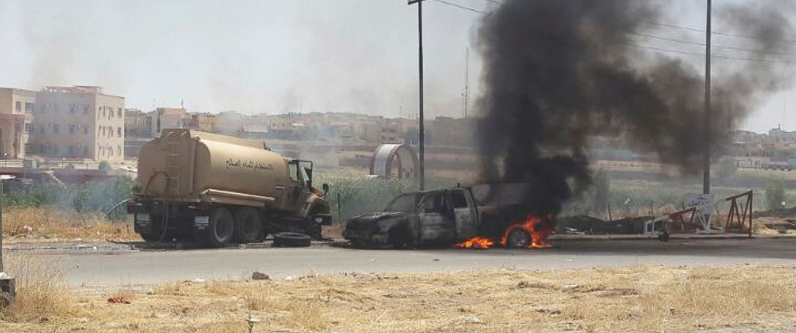 PHOTO: Burning vehicles belonging to Iraqi security forces are seen during clashes between Iraqi security forces and al Qaeda-linked Islamic State in Iraq and the Levant (ISIL) in the northern Iraq city of Mosul, June 10, 2014.