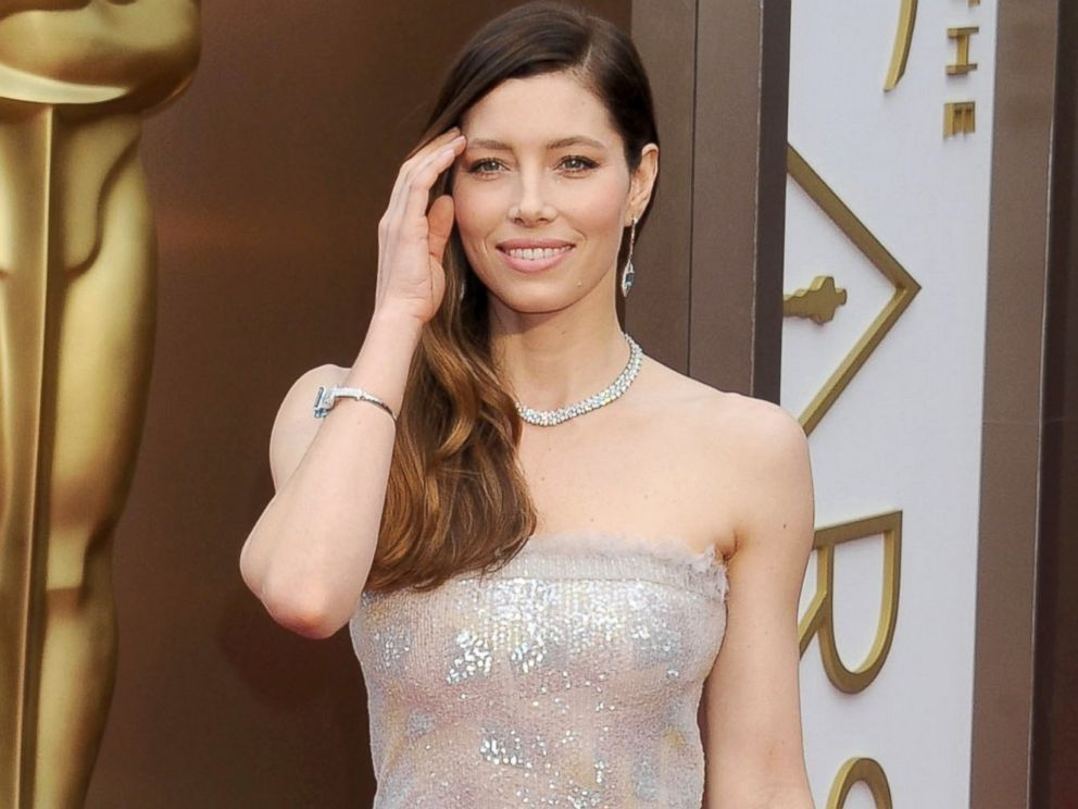 PHOTO: Jessica Biel arrives at the 86th Annual Academy Awards at Hollywood & Highland Center, March 2, 2014, in Hollywood, Calif.