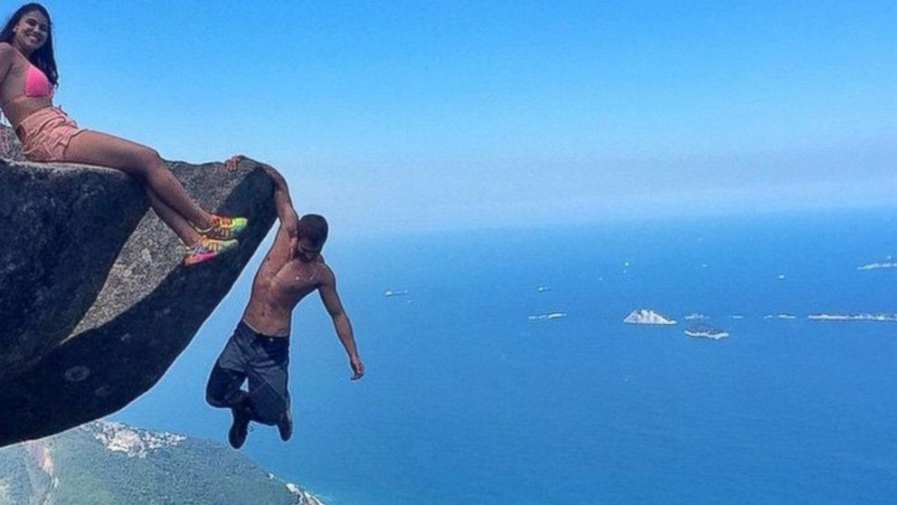 Brazilian couple 39 s frightening cliffhanging photos will for Cliff hanging homes