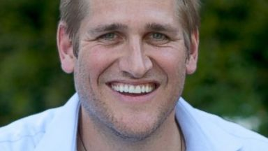 PHOTO: Chef Curtis Stone at the grill.