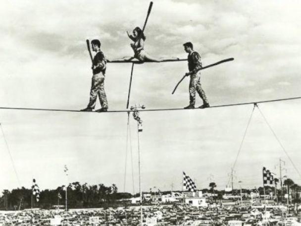 PHOTO: Carla Wallenda performing a tightrope walk with late father, Karl Wallenda.