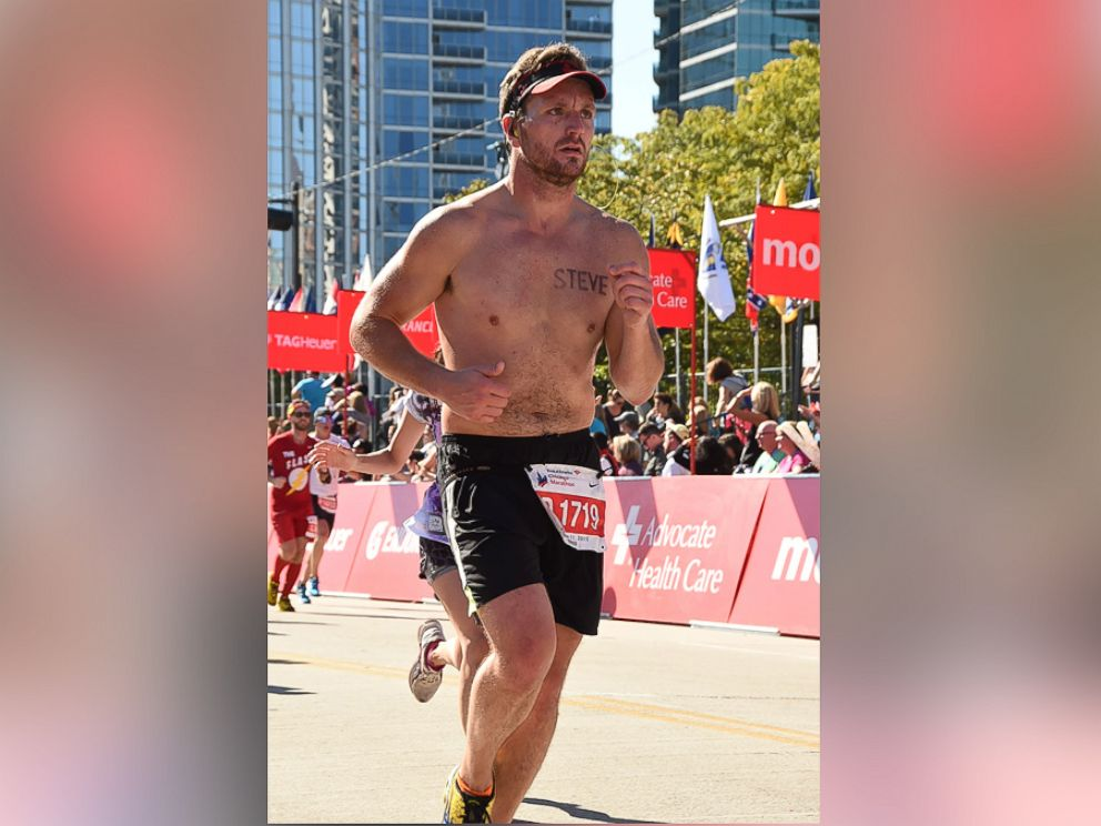 chicago runner scores a date after using his back as a billboard abc news. Black Bedroom Furniture Sets. Home Design Ideas