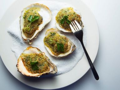 PHOTO: Broiled Oysters with Garlic-Butter Sauce