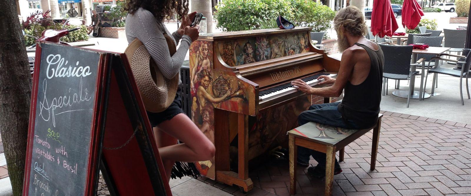 PHOTO: Homeless Florida Man's Great Piano Skills Go Viral