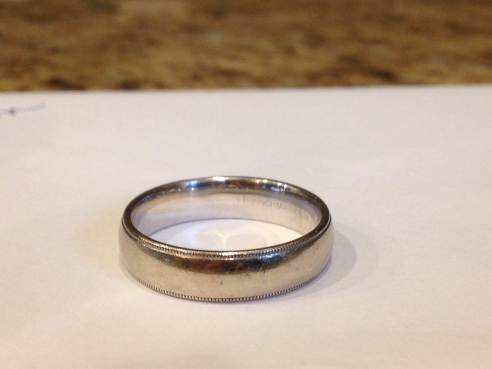 PHOTO: Couple Searches for Owner of Lost Wedding Band Found in New Jeans