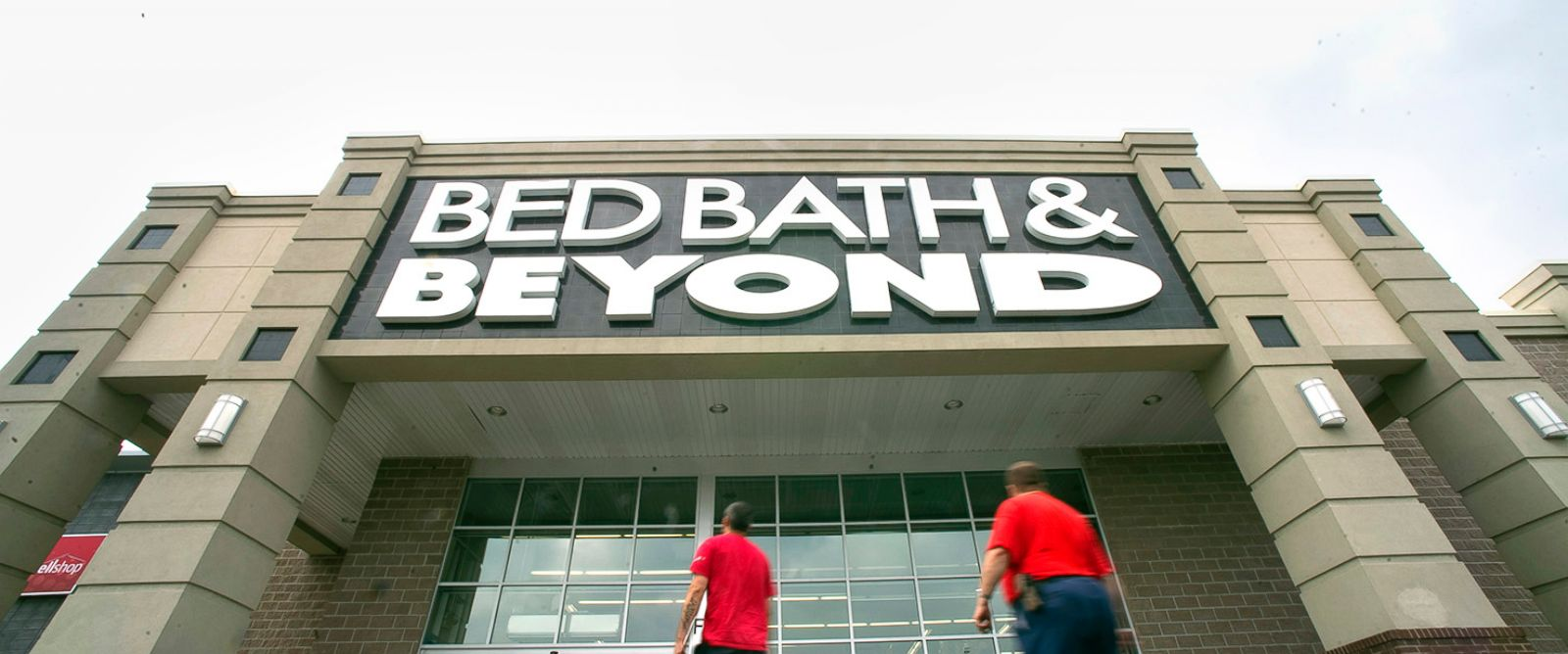 Bed Bath & Beyond Inc., together with its subsidiaries, operates a chain of retail stores. It sells a range of domestics merchandise, including bed linens and related items, bath items, and kitchen textiles; and home furnishings, such as kitchen and tabletop items, fine tabletop, basic housewares, general home furnishings, consumables, and.