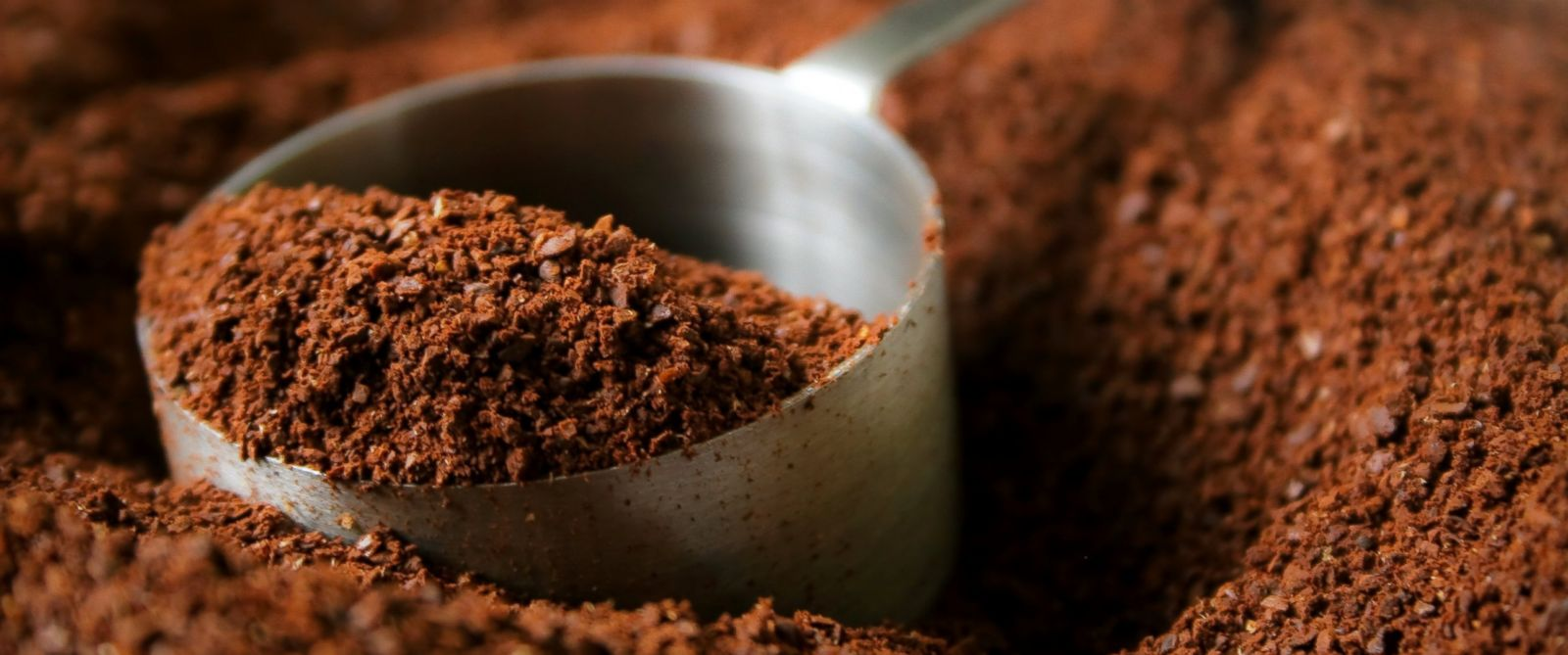 PHOTO: Coffee-based scrubs promise to temporarily reduce the appearance of cellulite and smooth skin.