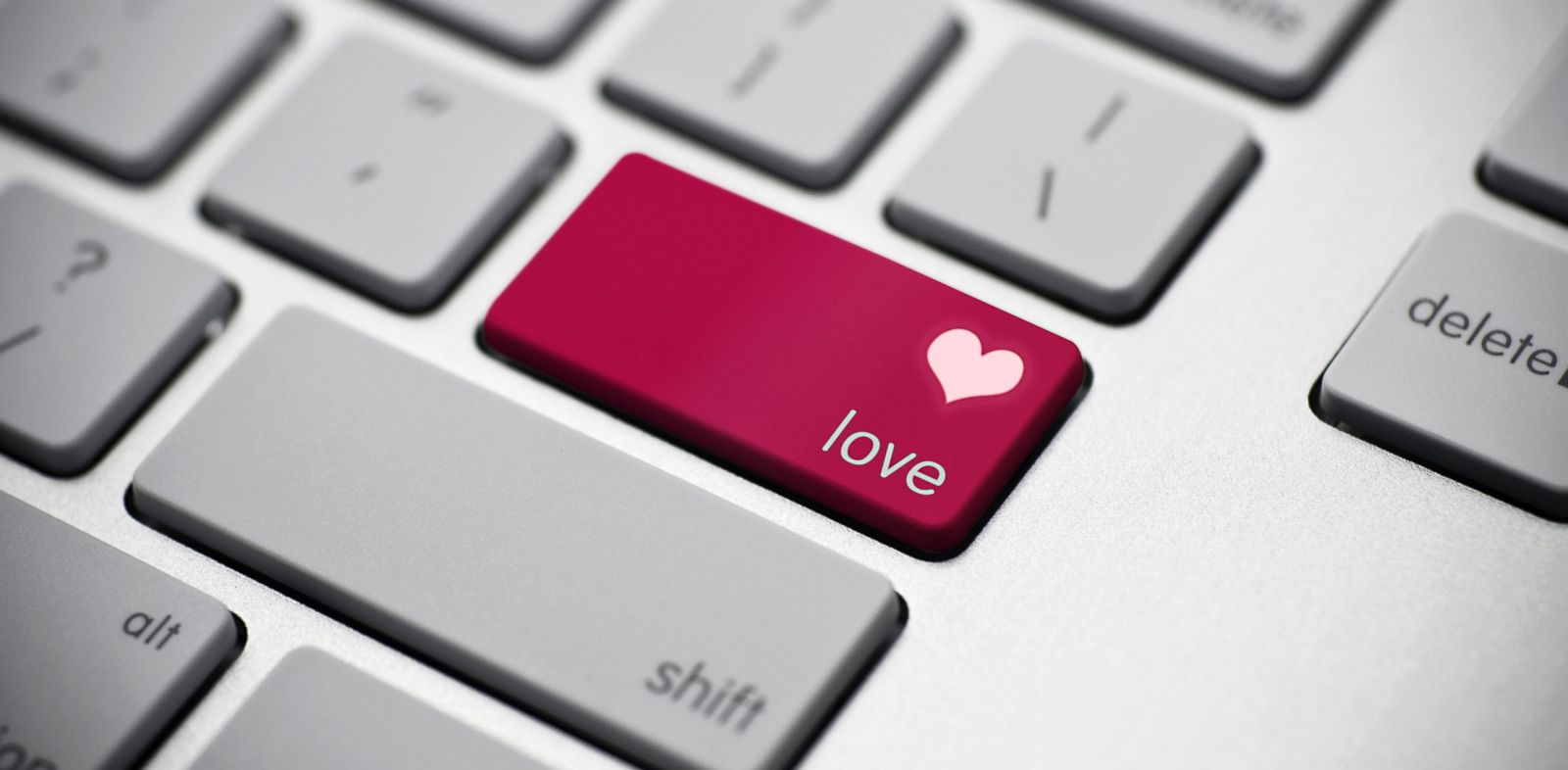 PHOTO: According to a new study of online dating by The Pew Research Centers Internet Project, 23 percent of online daters have met a spouse or long-term partner through sites.