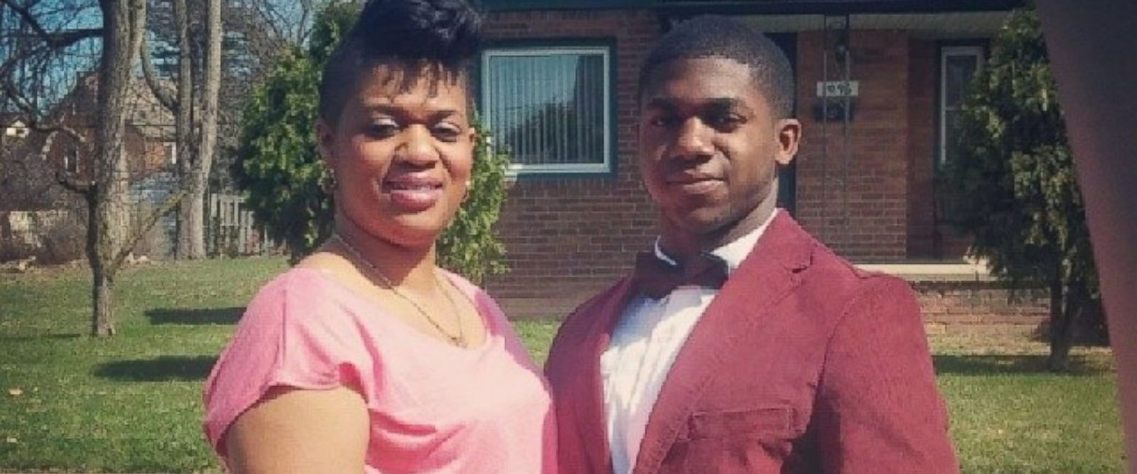 PHOTO: Danotiss Smith invited his mother Belinda to prom after hearing why she couldnt attend her own.