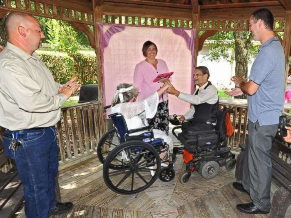 PHOTO: The couple married in in Green Cove Springs, Florida on Saturday, May 23, 2015.