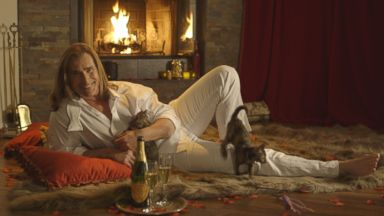 PHOTO: You Can Curl Up with Fabio in Front of a Fire on Valentine's Day