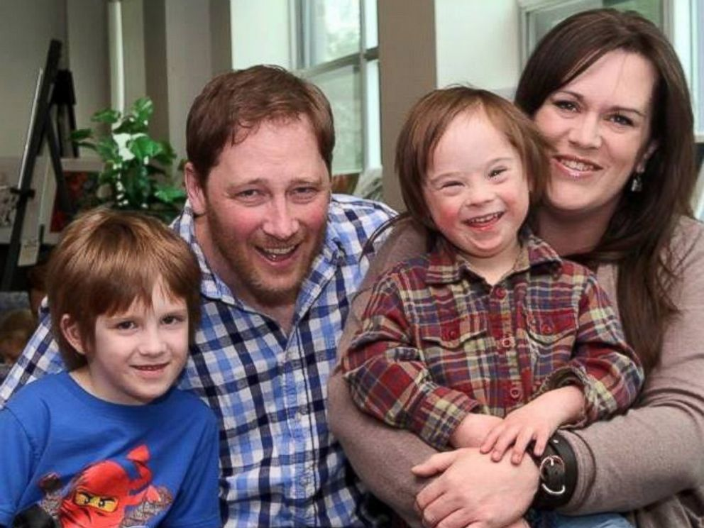 PHOTO: Robb Scott photographed with his wife, Kelly MacIntosh-Scott, and their sons Griffin,7, and Turner, 5.