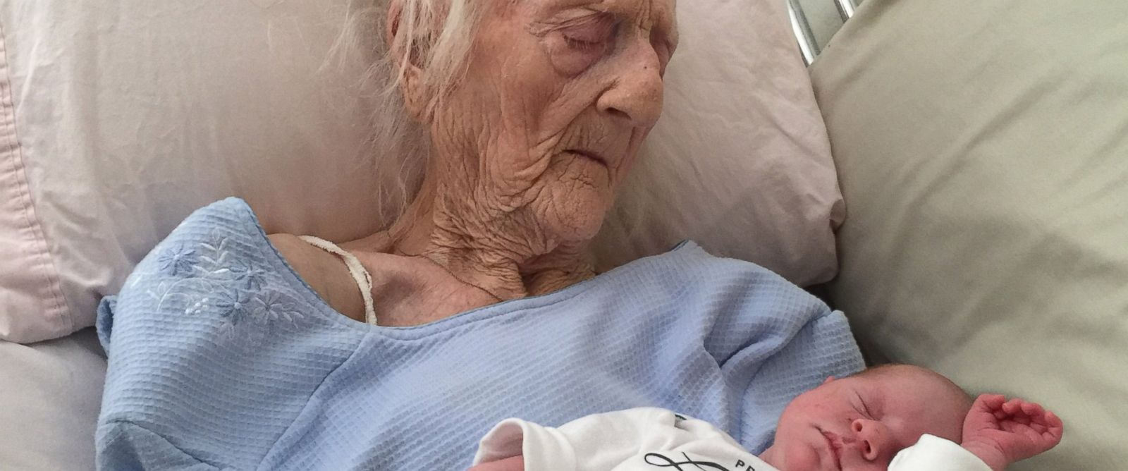 PHOTO: Rosa Camfield, 101, passed away on March 30, 2015 after this photo went viral online.