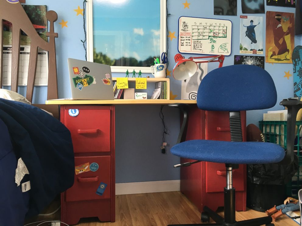 Disney Fans Create Life Size Replica Of Andy S Room From