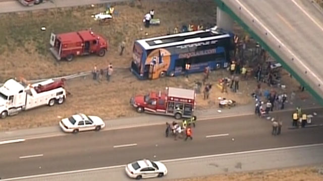 PHOTO: A double-decker Megabus crashes into the Illinois bridge, August 2, 2012.