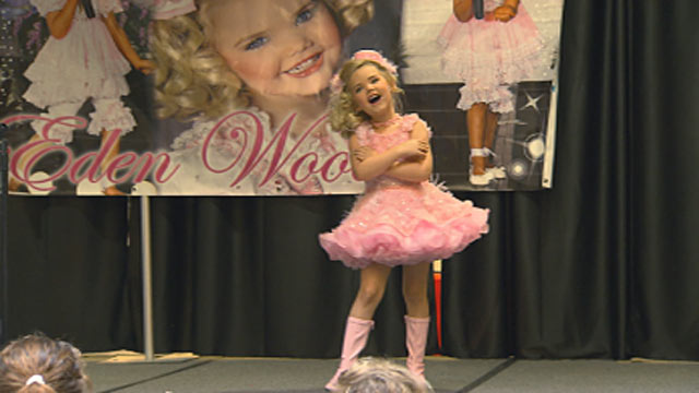 PHOTO:Eden Wood peforming in Des Moines, Iowa, during a recent tour to help launch the Toddlers and Tiaras star into a higher echelon of fame.