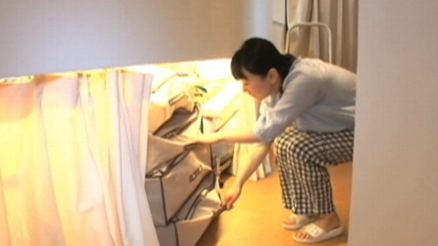 Japan 39 s micro apartment boom video abc news for Apartment japanese movie