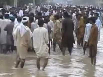Flood Of Relief Slow In Pakistan
