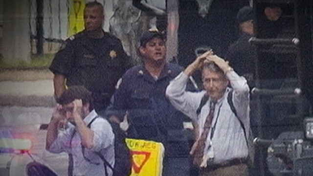 FBI Searches for Clues About DC Navy Yard Gunman