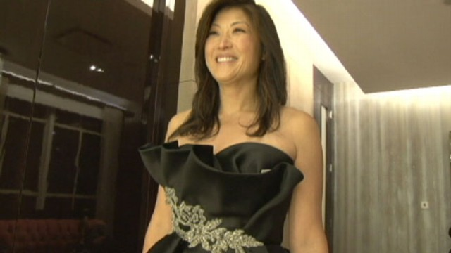 VIDEO: ABCs Juju Chang tries on dresses for the White House State Dinner.