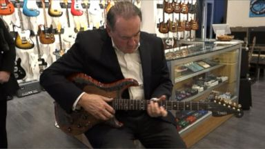 ' ' from the web at 'http://a.abcnews.go.com/images/Politics/151110_vod_orig_huckabee_guitar_16x9t_384.jpg'