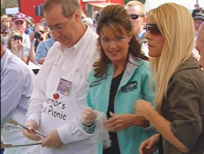 ABC News video of Sarah Palin serving hot dogs.