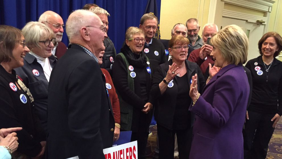 PHOTO: Hillary Clinton meets with the Arkansas Travelers after a campaign event in Nashua, N.H., Nov. 9, 2015.