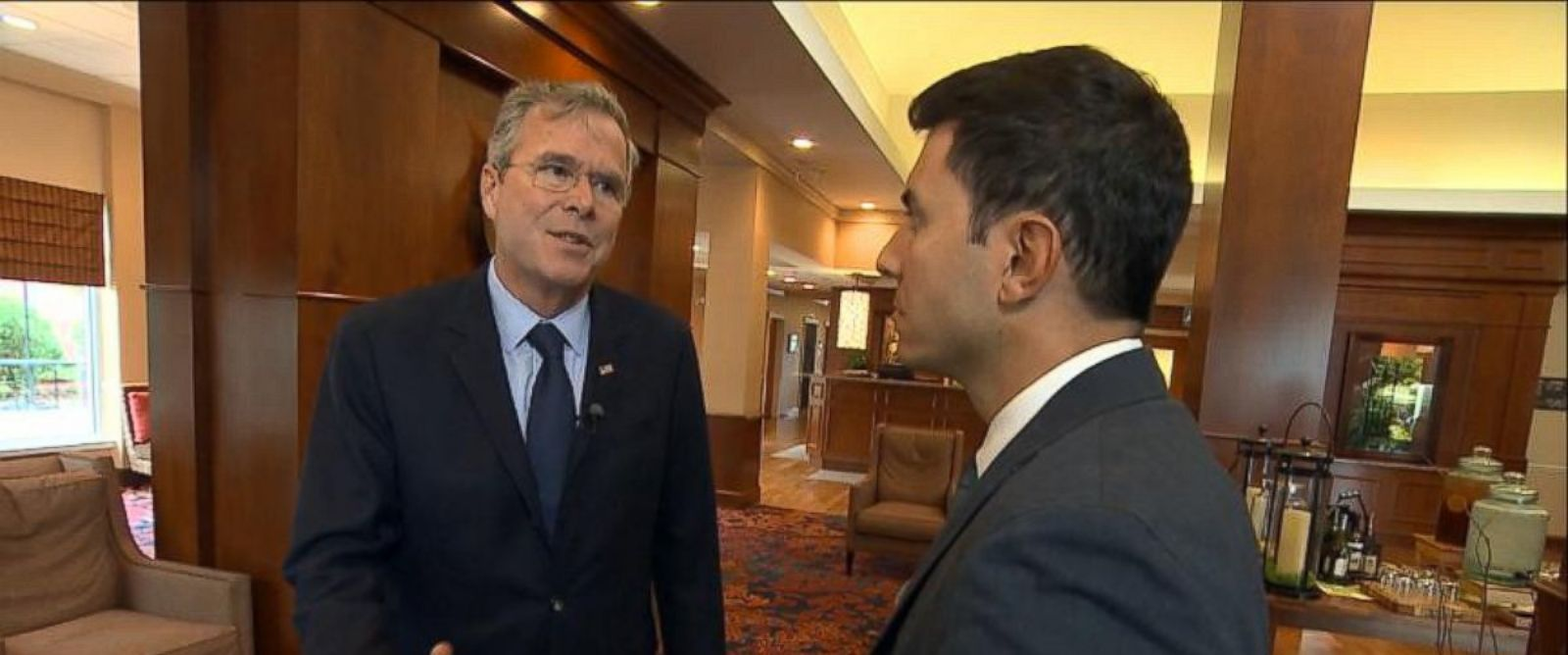 PHOTO: GOP candidate Jeb Bush talks to ABC News Tom Llamas while hes campaigning in New Hampshire, Sept. 30, 2015.