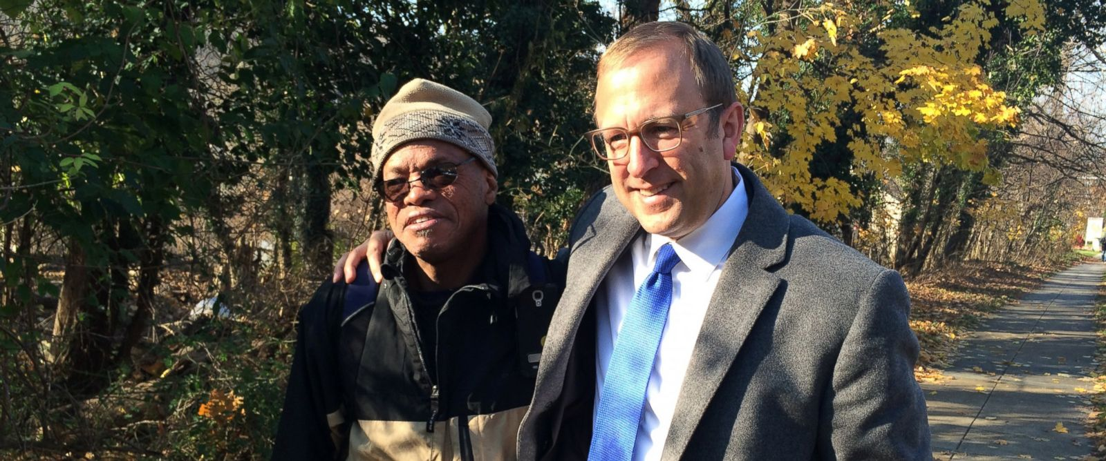 PHOTO: Jon Karl interviews veteran Tony Jones on the day he moved from a tent in the woods into an apartment.