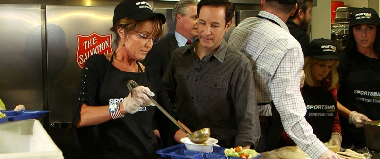 PHOTO: Sarah Palin and Neal Karlinsky are pictured as Palin serves wild boar chili to the homeless in Las Vegas.