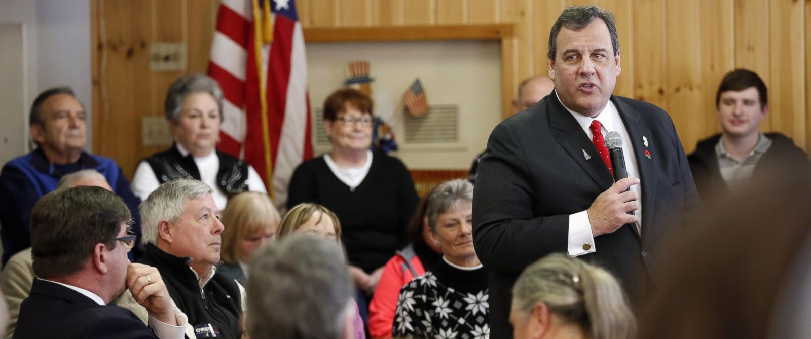 PHOTO: Republican presidential candidate N.J. Governor Chris Christie speaks during a campaign stop in Littleton, N.H. Jan. 22, 2016.