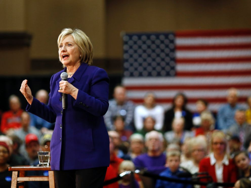 PHOTO: Democratic presidential candidate Hillary Clinton speaks during a campaign event in Burlington, Iowa, Jan. 20, 2016.