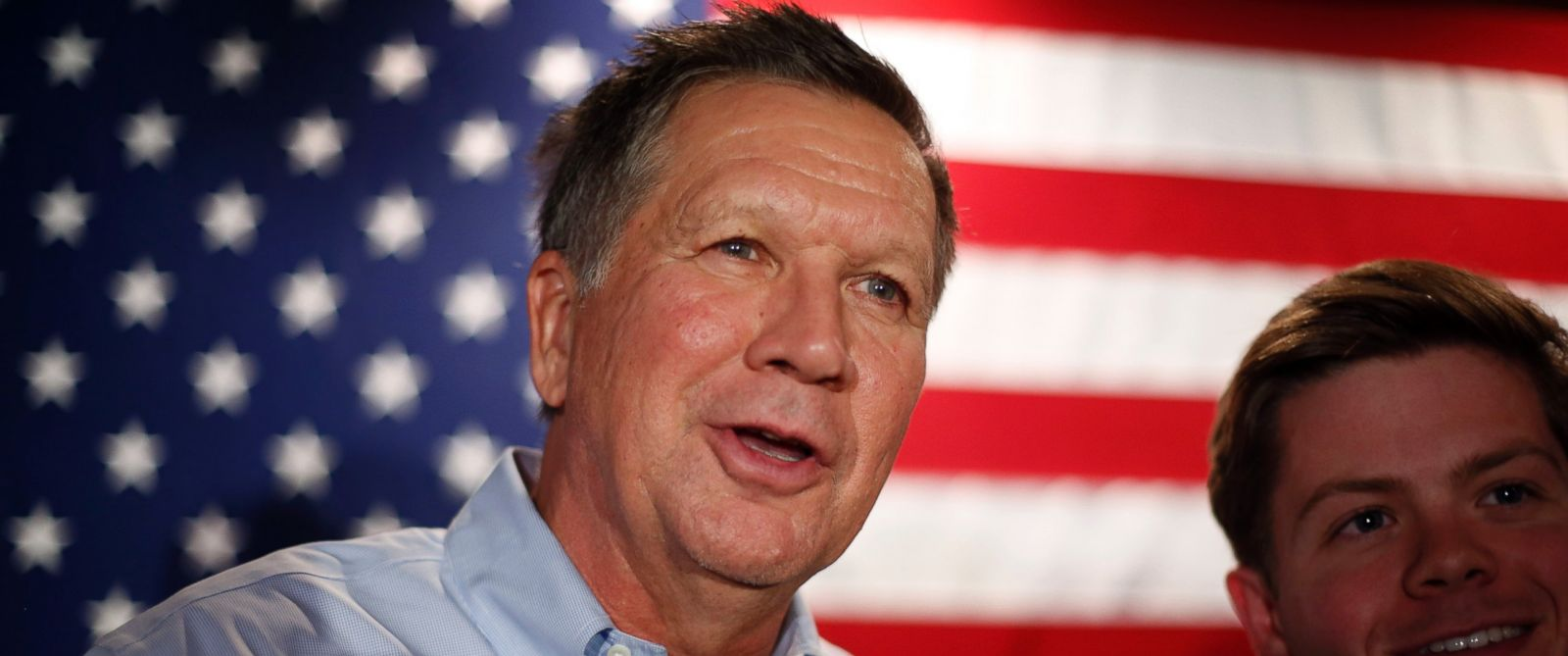 PHOTO: Republican presidential candidate, Ohio Gov. John Kasich meets supporters after a town hall-style campaign event at the Three Chimneys Inn, Feb. 3, 2016, in Durham, N.H..