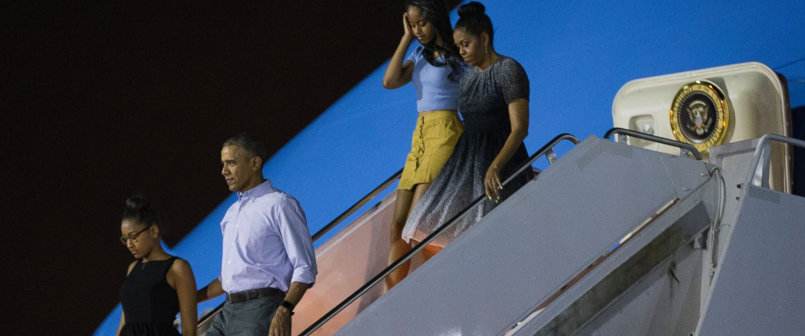 hawaii from left daughter sasha obama obama daughter malia obama